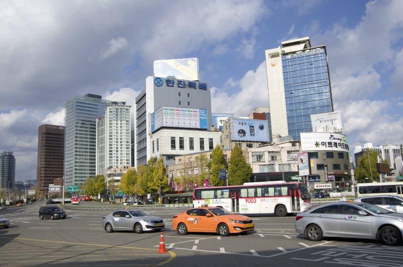 Seul céntrica trafica los edificios de oficinas imágenes de archivo libres de regalías