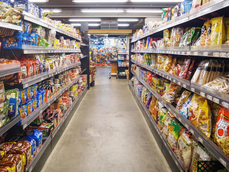 SEUL, COREA - 13 DE MARZO DE 2017: interior del supermercado de Saruga El supermercado de Saruga es uno de supermercados en Corea imagen de archivo