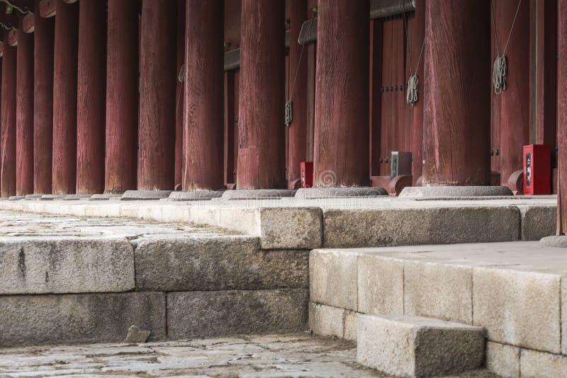 SEUL - 21 DE OCTUBRE DE 2016: Jeongjeon - el pasillo principal del Jongm fotos de archivo