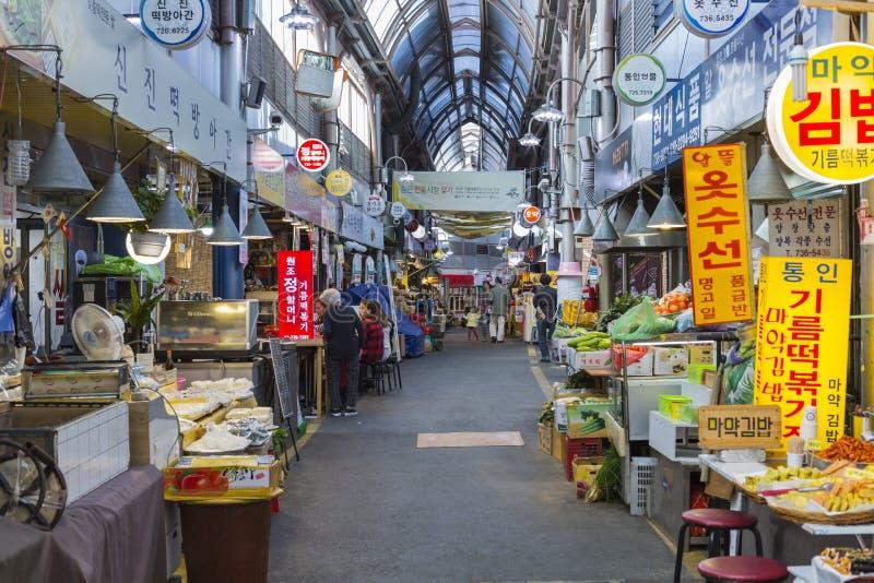 SEUL - 23 DE OCTUBRE DE 2016: Mercado de la venta al por mayor de Tongin en Seul, Sout fotos de archivo