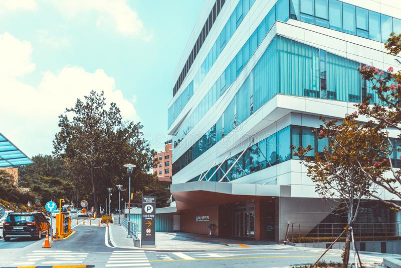 SEUL KOREA, SIERPIEŃ, - 12, 2015: Jeden nowi budynki odłączanie szpital Yonsei uniwersytet - bardzo prestiżowi ekskluzywnych hos zdjęcie royalty free