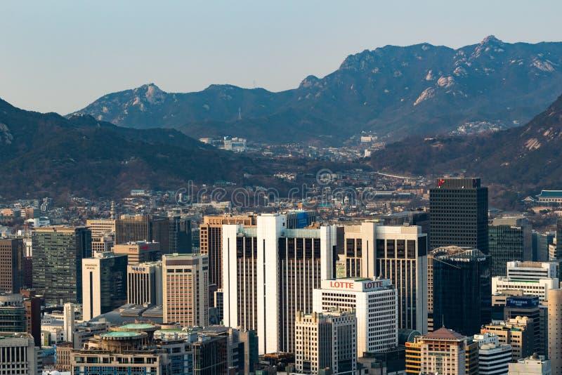 SEUL POŁUDNIOWY KOREA, JAN, - 22, 2018: Antena strzał Seul linia horyzontu od Namsan parka zdjęcia royalty free