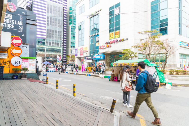 Seul Południowy Korea, Mar, - 8, 2016: Hongdae teren, Hongik na Marc zdjęcie stock