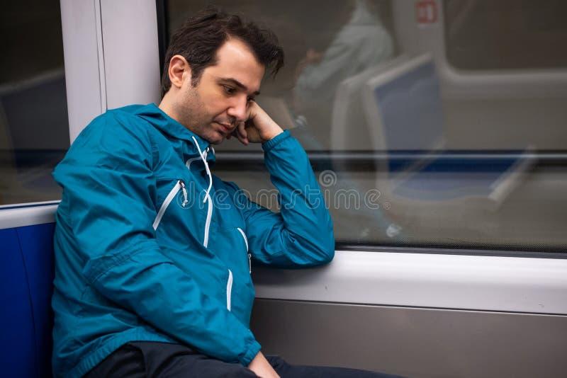 Seul se sentir pendant le voyage en souterrain de métro photos stock
