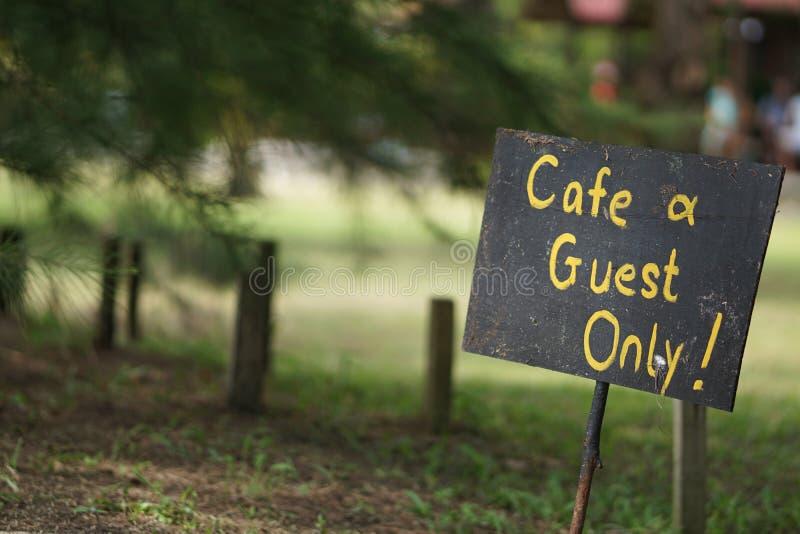 Seul signe de café et d'invité images stock