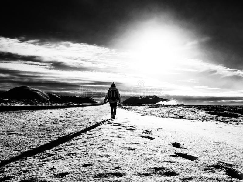 Seule marche en Islande photographie stock