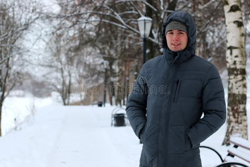 Seuls hommes blancs en hiver photographie stock