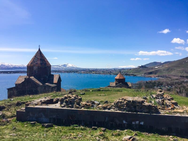 Sevanavank亚美尼亚修道院在湖塞万的在春天 库存照片