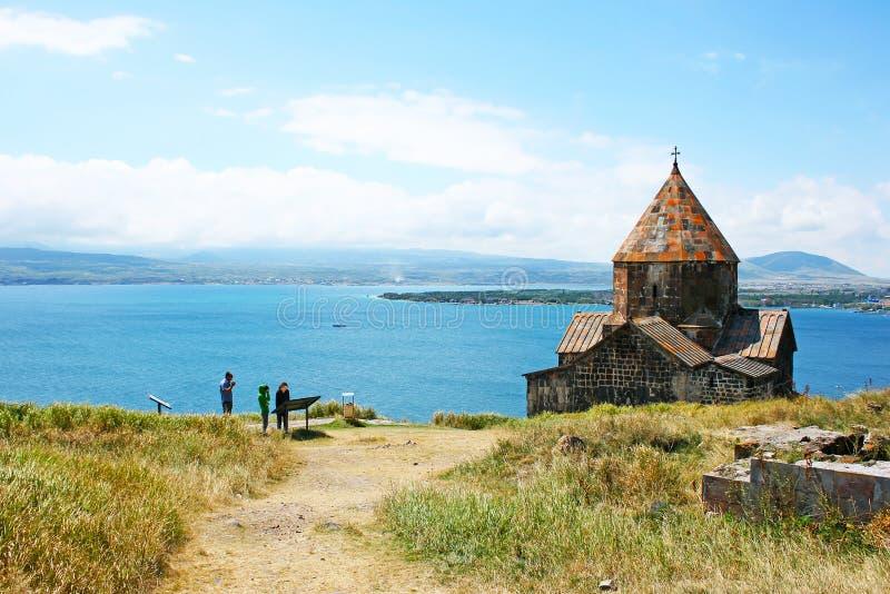 Sevanavank και λίμνη Sevan στοκ εικόνα