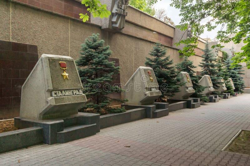 Sevastopol, Crimea - 30 de junio de 2018: Un fragmento de la avenida de las ciudades Sevastopol, la inscripción - Stalingrad, Kie imágenes de archivo libres de regalías