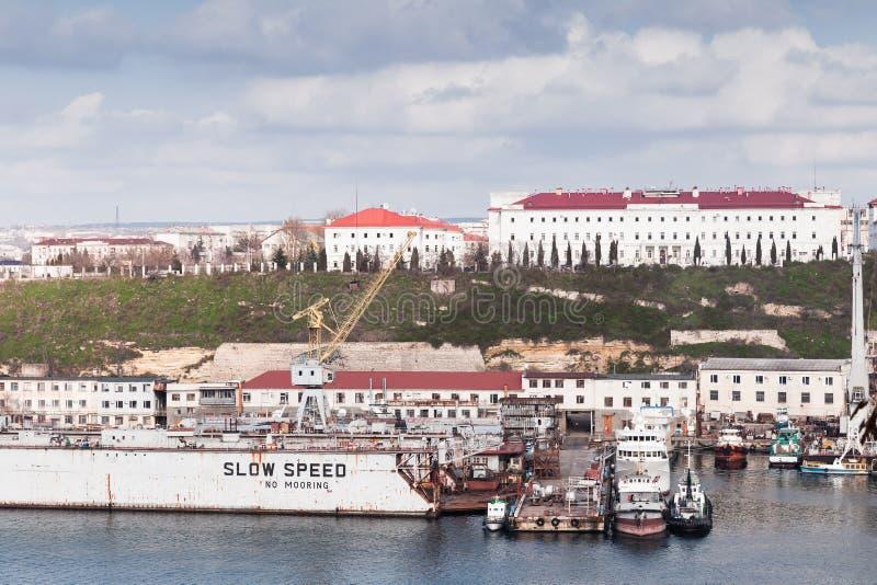 Sevastopol fjärd, sjösidacityscape royaltyfri fotografi