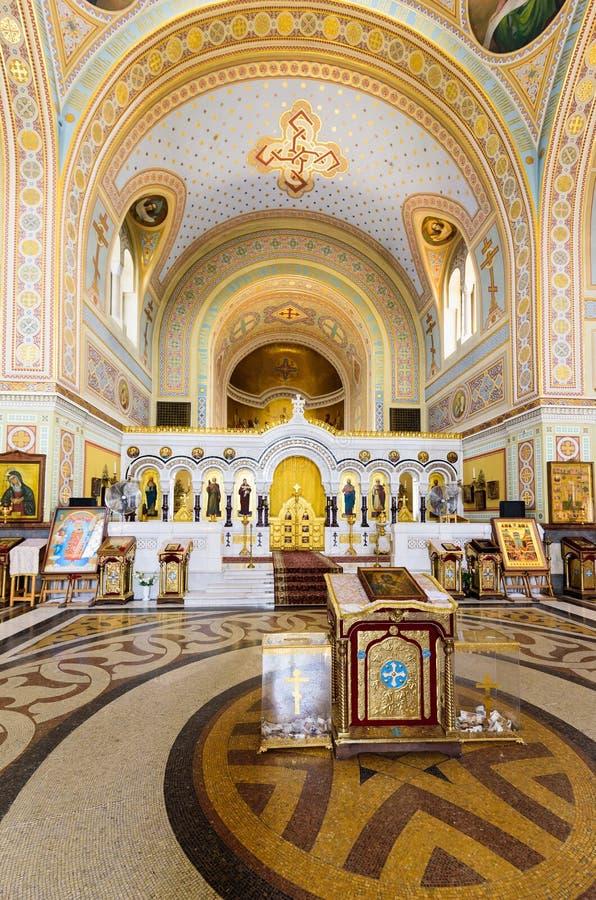 Sevastopol Krim - 06 21 2018: härlig sikt på inre av domkyrkan för ` s för St Volodymyr fotografering för bildbyråer