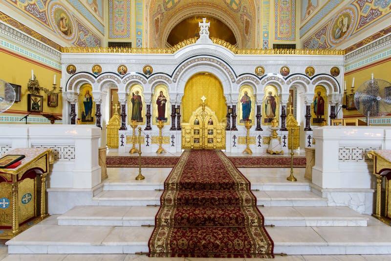 Sevastopol Krim - 06 21 2018: härlig sikt på inre av domkyrkan för ` s för St Volodymyr arkivbilder