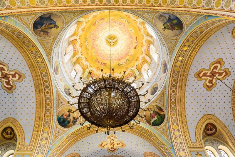 Sevastopol Krim - 06 21 2018: härlig sikt på inre av domkyrkan för ` s för St Volodymyr royaltyfri bild