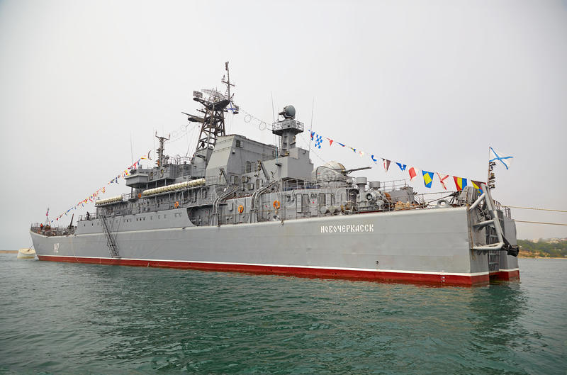 SEVASTOPOL, UCRÂNIA -- 12 DE MAIO: Grande navio de aterrissagem 'Novocherkassk fotografia de stock royalty free