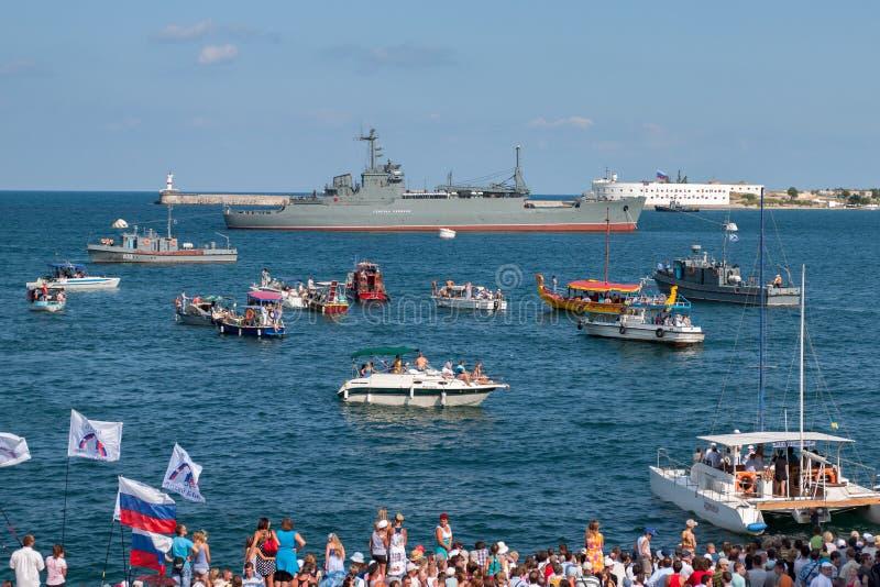 Sevastopol Ukraina - Juli 31, 2011: Det militära skeppet arkivfoto