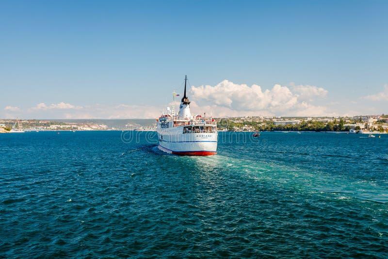 SEVASTOPOL UKRAINA, SIERPIEŃ, - 24 Statek Adriana obrazy royalty free