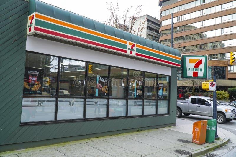 Seven Eleven almacena en Vancouver - VANCOUVER - CANADÁ - 12 de abril de 2017 foto de archivo libre de regalías