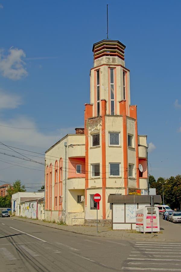 Seventies utformar hyreshus i förorterna av Alba Iulia royaltyfri bild