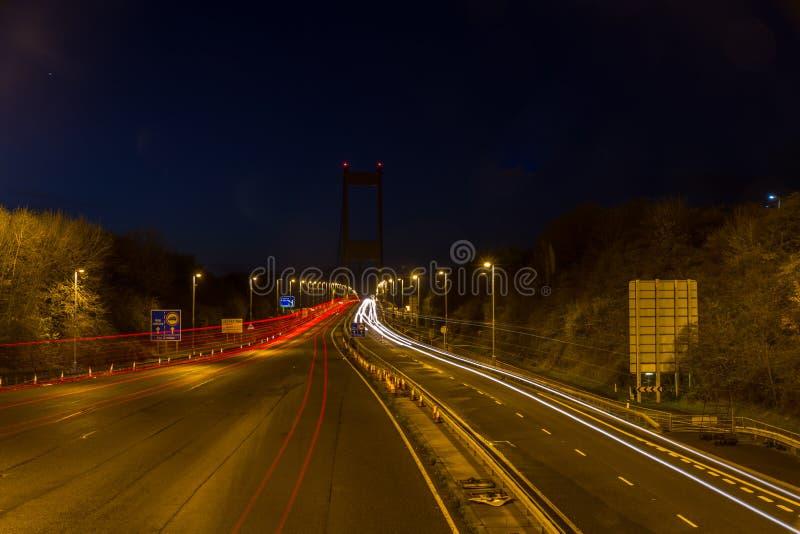 Severn横穿在晚上,汽车足迹 免版税库存照片