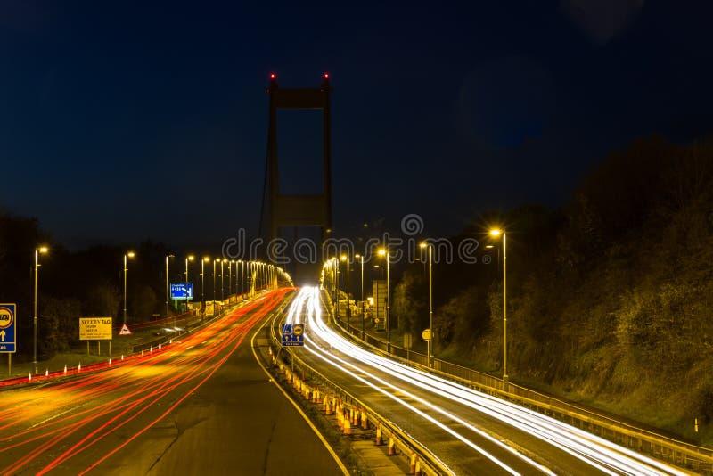 Severn横穿在晚上,汽车足迹 免版税库存图片