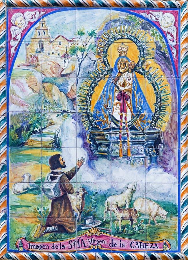 Sevilha - Madonna telhado cerâmico de 20 centavo na fachada da igreja Iglesia San Juan de la Palma imagens de stock royalty free