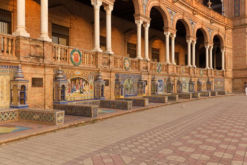 Sevilha, quadrado espanhol e arquitetura decorativa conhecidos como o azulejo fotos de stock royalty free