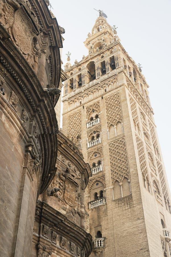 Sevilla Andalucia, España: Giralda, campanario de la catedral imagenes de archivo