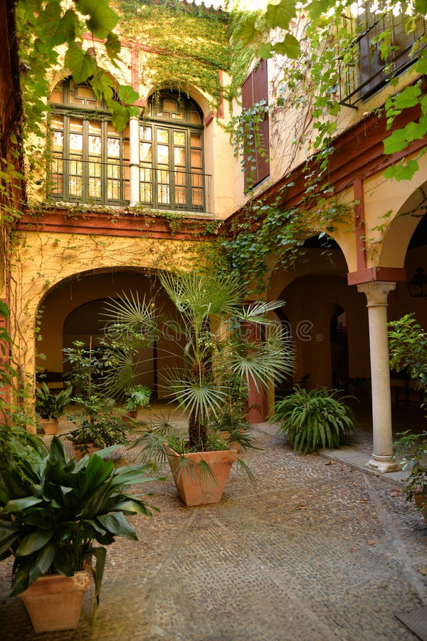 Sevilla, Andalusia, Spanje Traditionele huis binnenbinnenplaats royalty-vrije stock fotografie