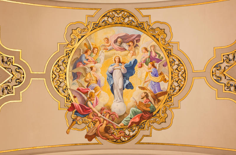 Sevilla - de fresko Maagdelijke Mary als Vlekkeloze conceptie op het plafond in kerk Basilica DE La Macarena stock foto