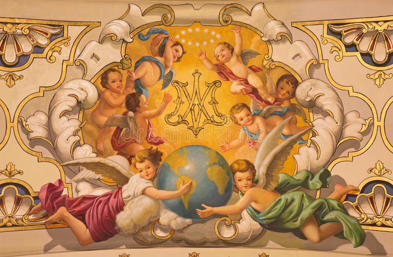 Sevilla - de freskoengelen en het monogram van Maagdelijke Mary op het plafond in kerk Basilica DE La Macarena stock afbeelding