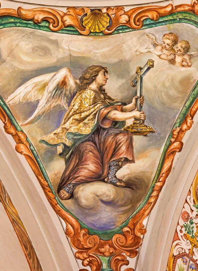 Sevilla - el fresco barroco del ángel con la cruz simbólica en la iglesia Hospital de los Venerables Sacerdotes fotos de archivo
