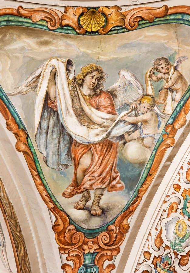 Sevilla - el fresco barroco del ángel con la vestidura en la iglesia Hospital de los Venerables Sacerdotes fotografía de archivo