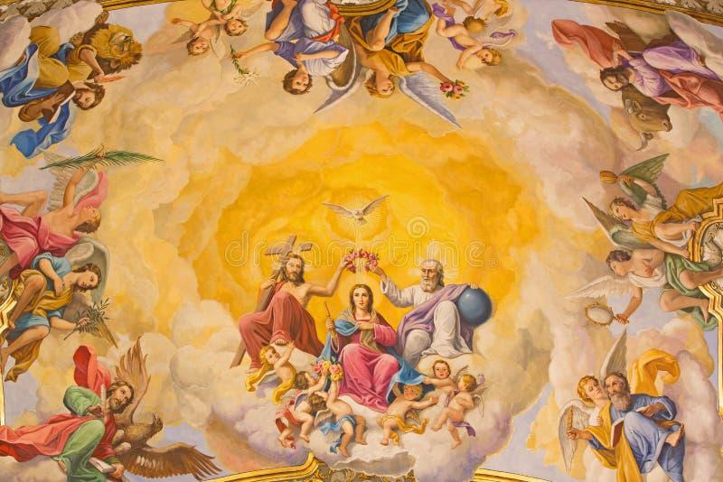 Sevilla - el fresco de la coronación de la Virgen María en el techo del presbiterio de la iglesia Basilica de la Macarena fotografía de archivo libre de regalías
