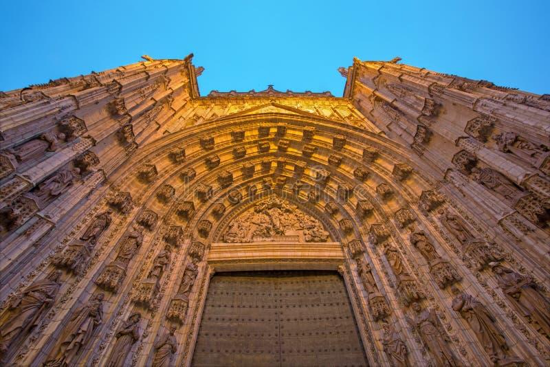 Sevilla - el portal del oeste principal (la Asuncion de Puerta de) de la catedral de Santa Maria de la Sede fotos de archivo libres de regalías