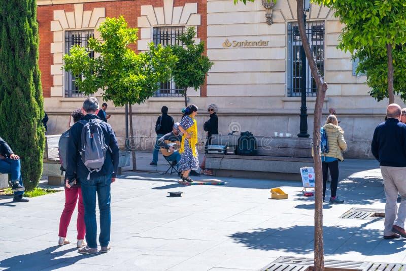 Sevilla, Hiszpania Maj 8th 2019 2019 , uliczny zespół i flamenco tancerz na kwadracie Hiszpania, Seville zdjęcia royalty free