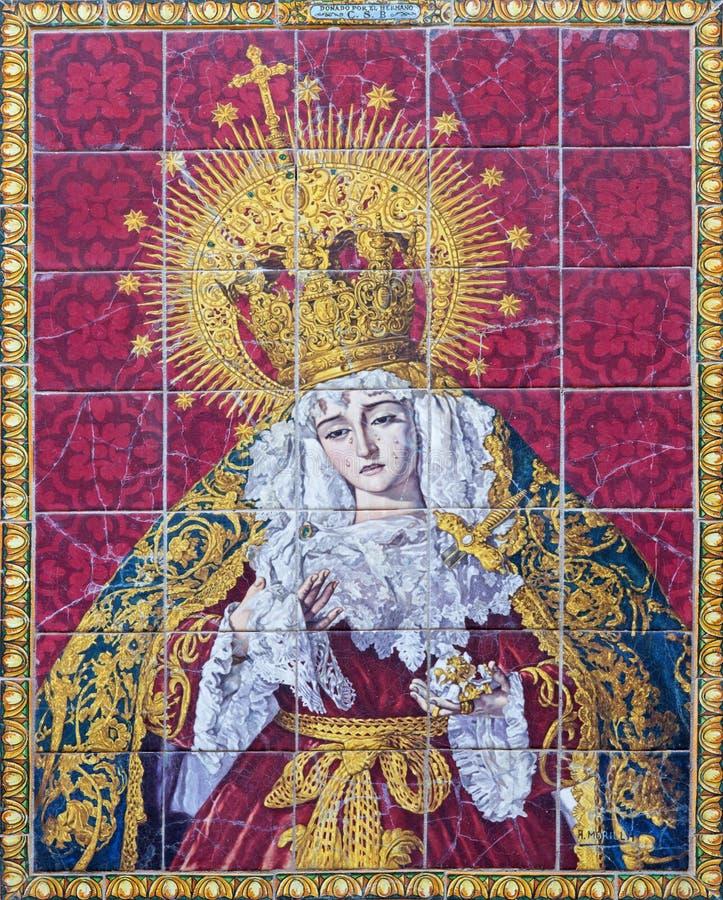 Sevilla - keramische mit Ziegeln gedeckte geschrieene Madonna (Dame der Sorge) auf der Fassade der Kirche Iglesia los Terceros stockbild