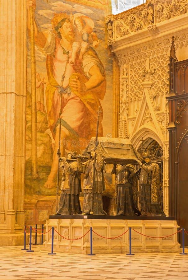 Sevilla - la tumba de Christopher Columbus de Arturo Melida y Alinari (1891) en la catedral de Santa Maria de la Sede imagenes de archivo
