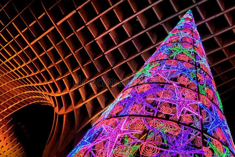 Sevilla, luces de la Navidad coloridas y decoraciones, Andalucía, España fotografía de archivo libre de regalías