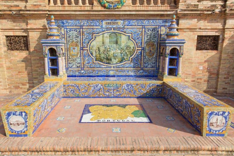 Sevilla - Orense als één van de betegelde 'Provinciealkoven langs de muren van het Plein DE Espana stock afbeeldingen