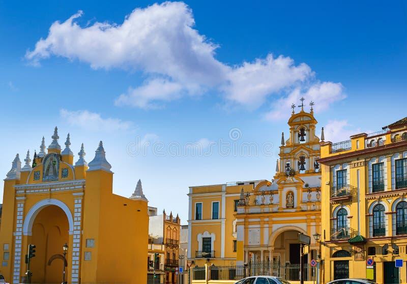 Sevilla Puerta de la Macarena y basílica foto de archivo libre de regalías