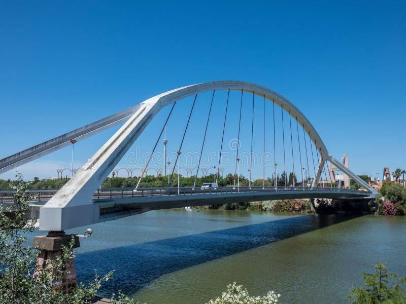 Sevilla, Spanien Barqueta-Brücke von Sevilla Brücke über Fluss Guadalqvivir Andalusien stockbilder