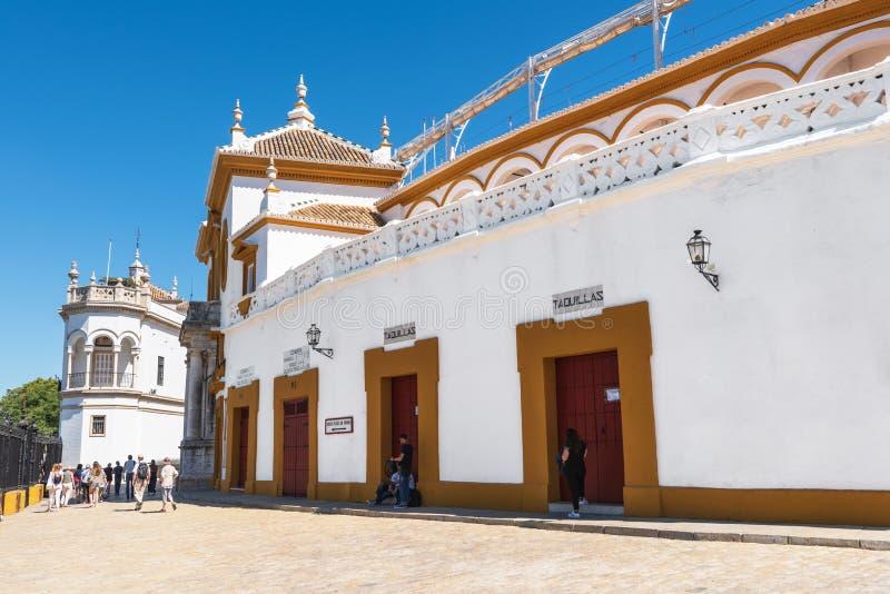 Sevilla Spanien - Maj 20, 2019: Toros de Sevilla för Seville verkliga Maestranza tjurfäktningsarenaplaza i Andalusia, Spanien arkivfoton