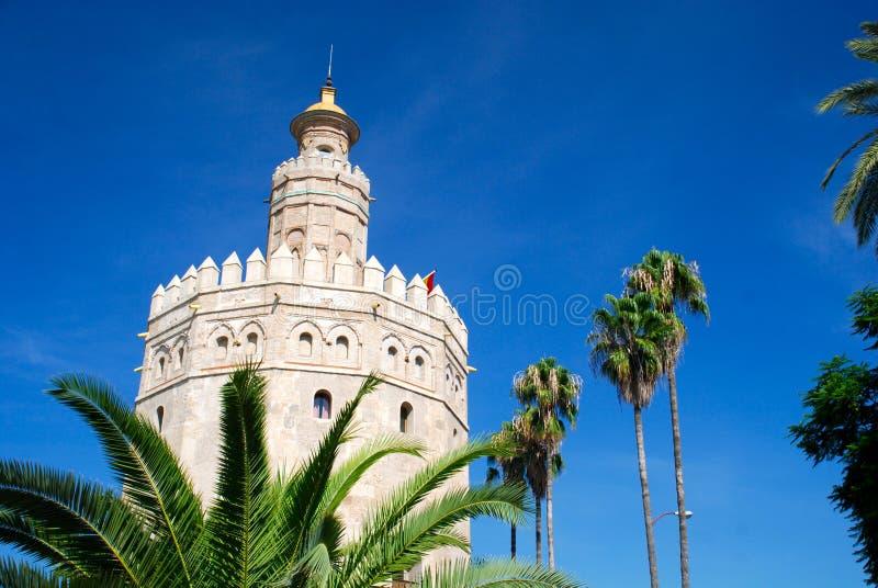 Sevilla Spanien: Torre de Oro (guldtorn) royaltyfria foton