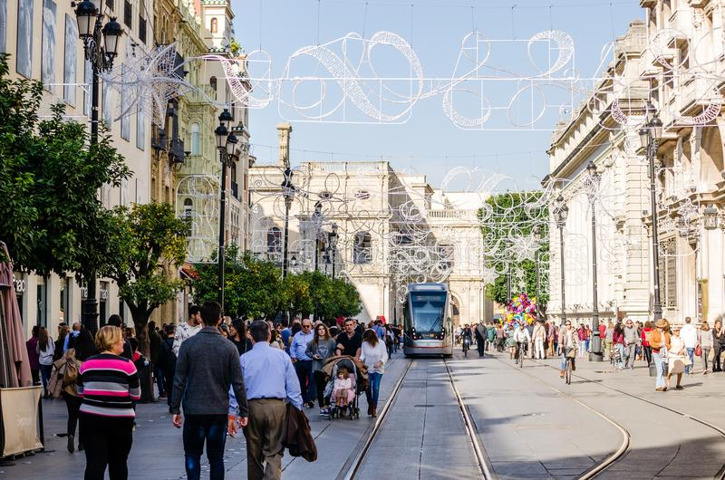 Sevilla, Spanje December 2015 Sommige mensen die tijdens DA lopen stock afbeeldingen