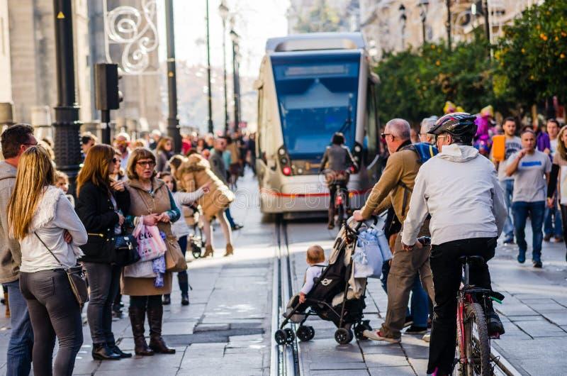 Sevilla, Spanje December 2015 Sommige mensen die tijdens DA lopen stock fotografie