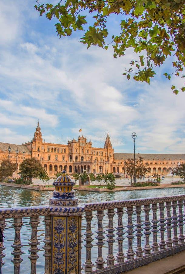 Sevilla, Spanje - Oktober, 2018: Spaanse Square Plaza DE Espana in Sevilla in een mooie de herfstdag royalty-vrije stock afbeeldingen