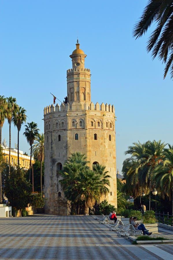 Sevilla - Torre Del Oro - Toren van Goud stock afbeeldingen