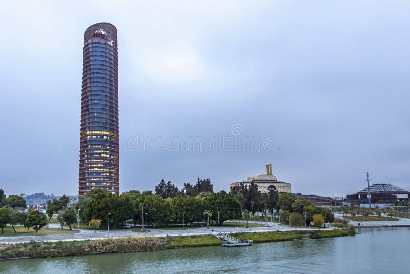 Sevilla Tower kontorsskyskrapa i den Seville staden, Spanien arkivbild