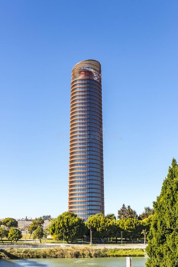 Sevilla Tower kontorsskyskrapa i den Seville staden, Spanien arkivfoton